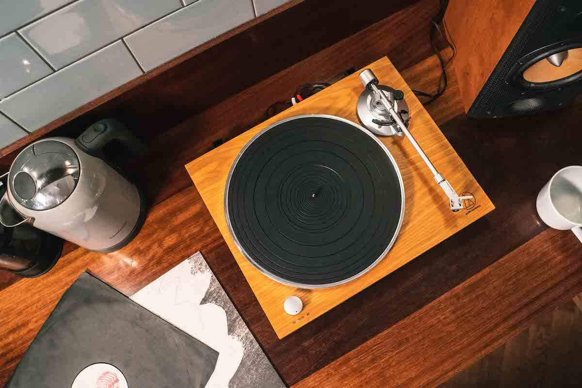 Audio-Technica AT-LPW30TK Fully Manual Belt-Driven Turntable   Smart Home Sounds